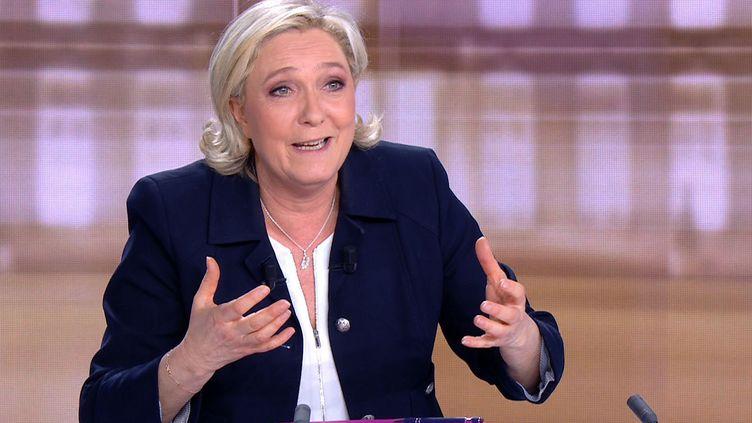 Marine Le Pen, présidente du FN, lors du débat présidentiel face à Emmanuel Macron, le 3 mai 2017 à La Plaine-Saint-Denis (Seine-Saint-Denis). (AFP)
