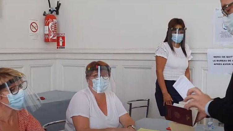 Simulation du vote d'un électeur à un bureau de vote, à Nancy. (VILLE DE NANCY / CAPTURE D'ËCRAN)