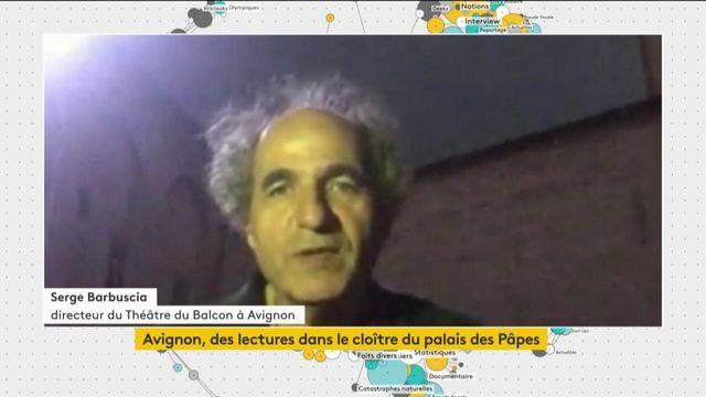 Avignon : lecture de pièces de théâtre dans le cloître du palais des Papes