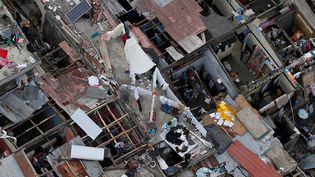 Une vue aérienne d'un quartier de Jeremie, ville très durement touchée par l'ouragan Matthew, le 6 octobre 2016, à Haïti. (CARLOS GARCIA RAWLINS / REUTERS)