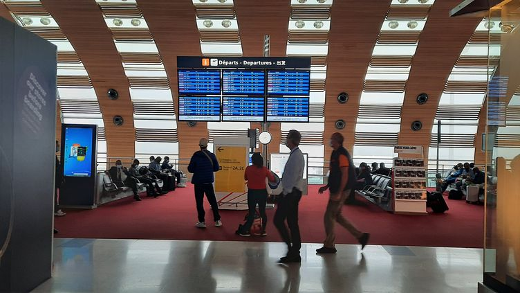 Un hall d'embarquement de l'aéroport Roissy-Charles-de-Gaulle, le 29 septembre 2020. (MAXPPP)