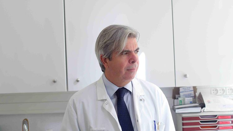Le professeur Bruno Dubois, chef du service des maladies cognitives à la Pitié Salpêtrière (Paris, 13e), le 19 septembre 2011. (OLIVIER CORSAN / MAXPPP)