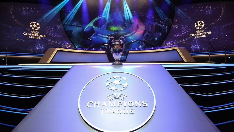 Lyon et Paris vont connaître leur adversaire en huitième de finale de Ligue des champions. (VALERY HACHE / AFP)