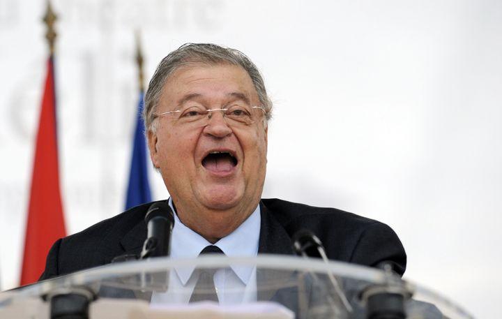 Georges Frêche, président de l'agglomération de Montpellier,lors del'inauguration des cinq premières statues des grands hommes qu'il a commandées pour la ville de Montpellier (Hérault), le 17 septembre 2010. (ANNE-CHRISTINE POUJOULAT / AFP)