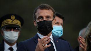 Le président de la République Emmanuel Macron à Breil-sur-Roya (Alpes-Maritimes) mercredi 7 octobre 2020. (DANIEL COLE / AFP)