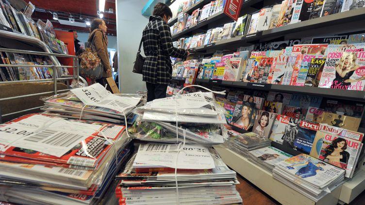Chez un marchand de journaux de Nantes, le 7 février 2013. (FRANK PERRY / AFP)