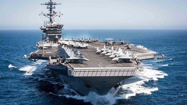 """Leporte-avions américain """"USS Theodore Roosevelt"""", le 30 avril 2017, au large de la Californie. (PAUL L. ARCHER / US NAVY)"""