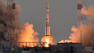 Une fusée russe décolle de la base de BaÏkonour (Kazakhstan), avec à son bord la mission ExoMars 2016, le 14 mars 2016. (KIRILL KUDRYAVTSEV / AFP)