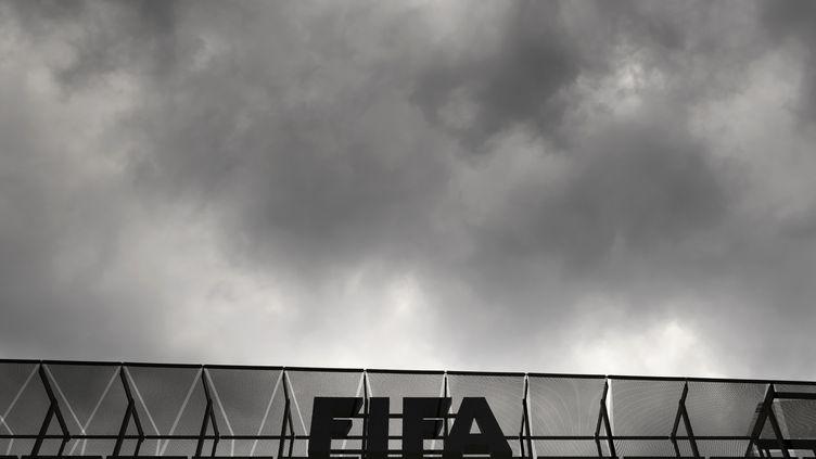 Le ciel s'assombrit au dessus de la FIFA (FABRICE COFFRINI / AFP)