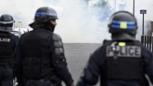 Des CRS en position dans le quartier du Breil, près de Nantes (Loire-Atlantique), le 3 juillet 2018. (SEBASTIEN SALOM GOMIS / AFP)