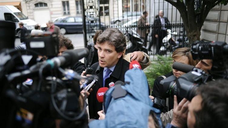 Arnaud Montebourg devant le siège du PS à Paris, avant le bureau national du part, le 1er juin 2010. (AFP - Fred Dufour)