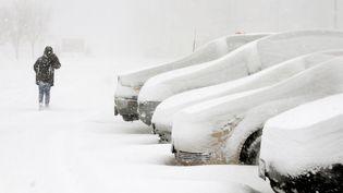 """La neige lourde dans l'Etata de New York le 11 Décembre 2013 après un """"lake effect"""" qui a couvert le de Buffalo ( DONALD HEUPEL  / REUTERS )"""