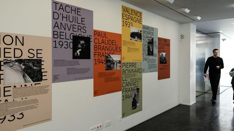 """Les nouveaux locaux de la Fondation Henri Cartier-Bresson : le mur des """"perles"""" des archives (5 novembre 2018)  (Philippe Lopez / AFP)"""