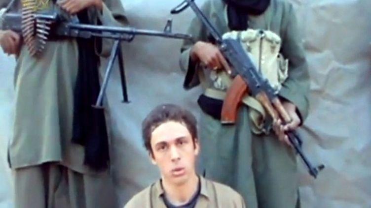 Pierre Legrand est l'un des quatre otages français toujours retenus au Sahel, ici dans une vidéo mise en ligne le 8 septembre 2012. (SAHARA MEDIAS / AFP)