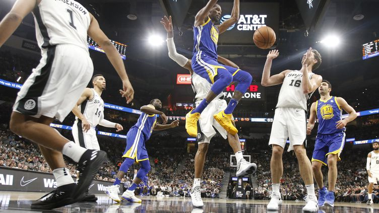 Kevin Durant au dunk (RONALD CORTES / GETTY IMAGES NORTH AMERICA)
