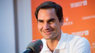 Le tennisman suisse Roger Federer, lors d'une conférence de presse à l'aéroport du Cap, le 5 février 2020, deux jours avant son match contre Raphael Nadal. (RODGER BOSCH / AFP)