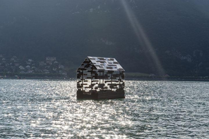 Walden Raft d'Elise Morin et Florent Albinet -Lac d'Annecy / En face de l'Impérial (MARC DOMAGE)