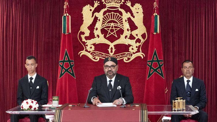 """Le roi Mohamed VI lors de son discours pour le 66e anniversaire de """"la révolution du Roi et du peuple"""", le 20 août 2019 dans la ville d'Al-Hoceima. (- / MAP)"""