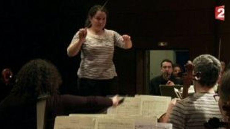 Zahia Ziouani, une chef d'orchestre entre Paris et Alger  (Culturebox)