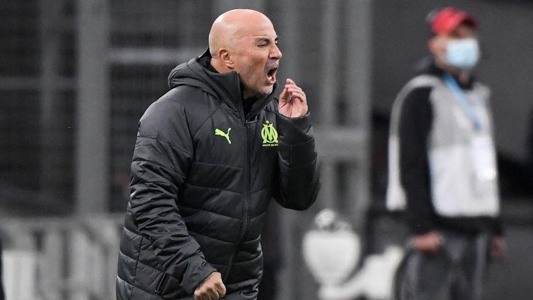 Jorge Sampaoli, nouvel entraîneur de Marseille, le 10 mars 2021, face à Rennes. (NICOLAS TUCAT / AFP)