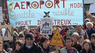 Manifestation contre le projet d'aéroport à Notre-Dame des landes, le 30 mars 2008 à Nantes. (GETTY IMAGES)