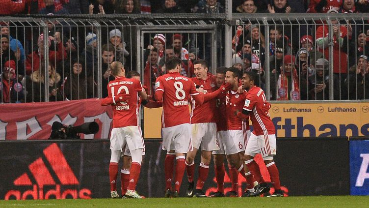 La joie des joueurs du Bayern Munich dans leur large victoire sur le RB Leipzig. (LUKAS BARTH / ANADOLU AGENCY)