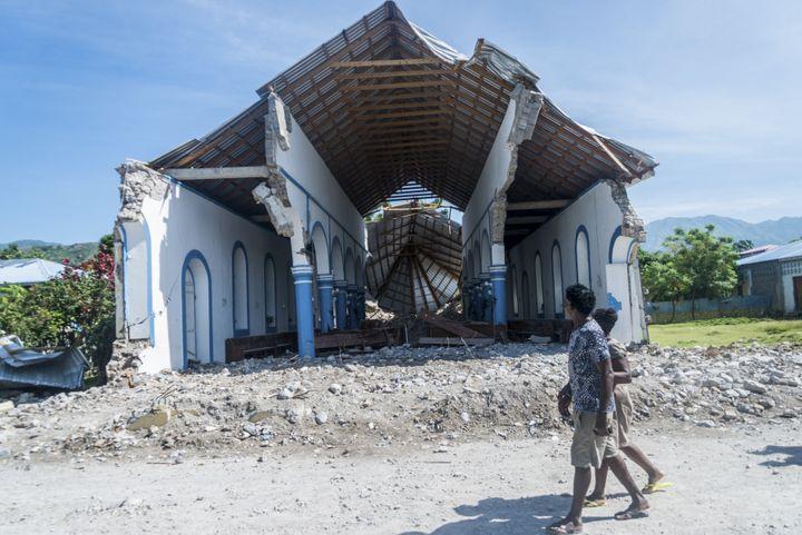 Une église détruite dans la commune des Anglais (Haïti), samedi 14 août 2021. (REGINALD LOUISSAINT JR / AFP)