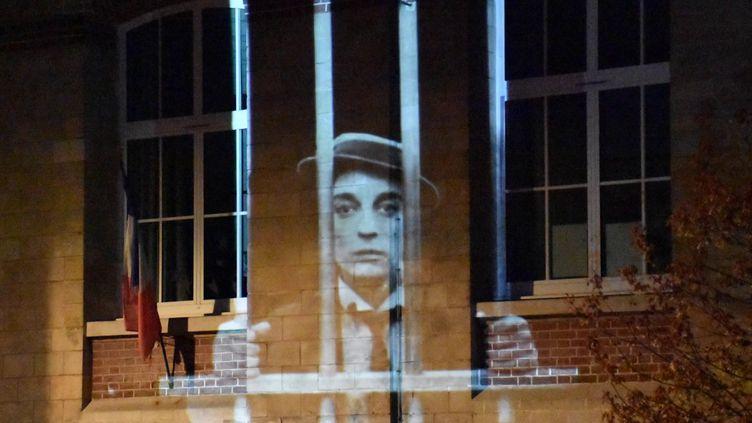Buster Keaton derrière les barreaux oeuvre projetée deGaspard Lieb (France 3 Normandie / S. Tocco /)