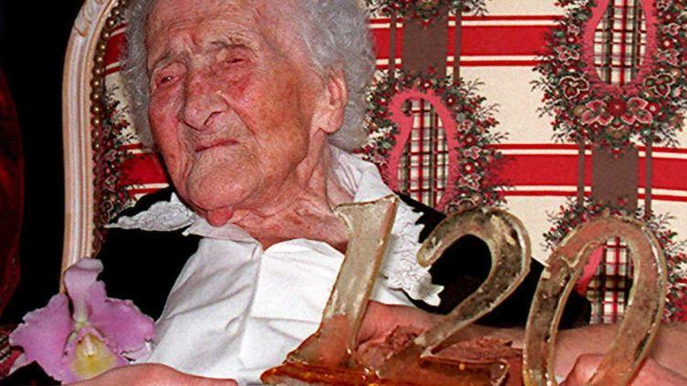 Jeanne Calment, le 21 février 1995, lors de son 120e anniversaire, à Arles. (BORIS HORVAT / AFP)