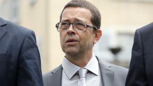 Nicolas Bonnemaison, ancien médecin, arrive au tribunal de Pau (Pyrénées-Atlantiques), au premier jour de son procès, le 11 juin 2014. (NICOLAS TUCAT / AFP)