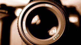 Un objectif d'appareil photo. (CARO LAURENT / MAXPPP)
