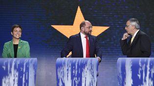 L'écologiste allemande Ska Keller, le social-démocrate allemand MartinSchulz, et le conservateur luxembourgeois Jean-Claude Juncker, lors du débat opposant les candidats à la présidence de la Commission européenne, le 15 mai 2014 à Bruxelles (Belgique). (JOHN THYS / AFP)