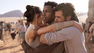 "Daisy Ridley, John Boyega et Oscar Isaac sur le tournage de ""The Rise of Skywalker"", le 9e ""Star Wars""  (The Walt Disney Company France)"