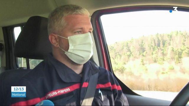 Covid-19 : des personnes isolées vaccinées chez elles par des équipes de pompiers