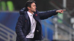 Le sélectionneur de l'équipe de France olympique de football Sylvain Ripoll, en mars 2021. (ATTILA KISBENEDEK / AFP)