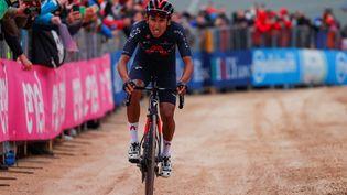 Le Colombien Egan Bernal (Ineos-Grenadiers) devient le nouveau patron du Tour d'Italie après sa victoire à Campo Felice lors de la neuvième étape, dimanche 16 mai. (LUCA BETTINI / AFP)