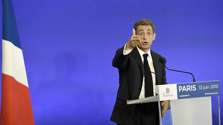 Nicolas Sarkozy donne un discours à Paris devant des adhérents du parti Les Républicains, le 13 juin 2015. (ALAIN JOCARD / AFP)