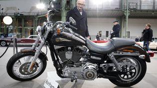 La moto Harley-Davidson offerte au pape François mise aux enchères à Paris par la maison de ventes Bonhams, le 5 février 2014. (FRANCOIS GUILLOT / AFP)