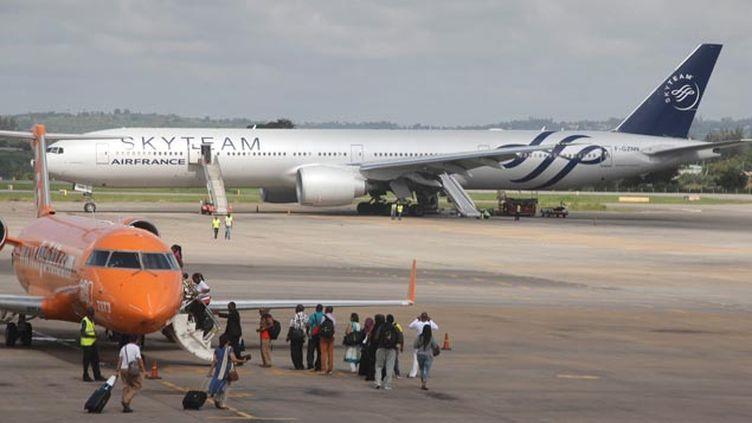 (L'appareil d'Air France après l'atterrissage à Mombasa © maxPPP)