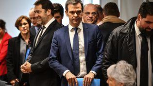 Le ministre de la Santé et de la Solidarité Olivier Véran lors d'une réunion sur le coronavirus Covid-19au ministère de la Cohésion territoriale et des Relations avec les collectivités territoriales, à Paris le 5 mars 2020. (CHRISTOPHE ARCHAMBAULT / AFP)