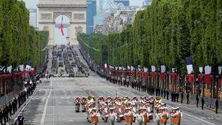 Un régiment de la Légion étrangère descend les Champs-Elysées, le 14 juillet 2021 lors du traditionnel défilé militaire. (MICHEL EULER / AFP)