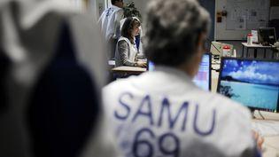 Le personnel du Samu de l'hôpital Edouard Herriot de Lyon (Rhônes), le 15 janvier 2009. (FRED DUFOUR / AFP)