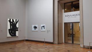 Exposition Pierre Soulages au Louvre, à Paris, le 11 décembre 2019. (ANNE CHEPEAU / RADIO FRANCE)