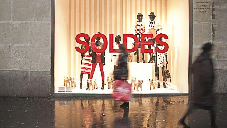 Les soldes dans un grand magasin à Paris, le22 septembre 2011. (NATHAN ALLIARD / PHOTONONSTOP / AFP)