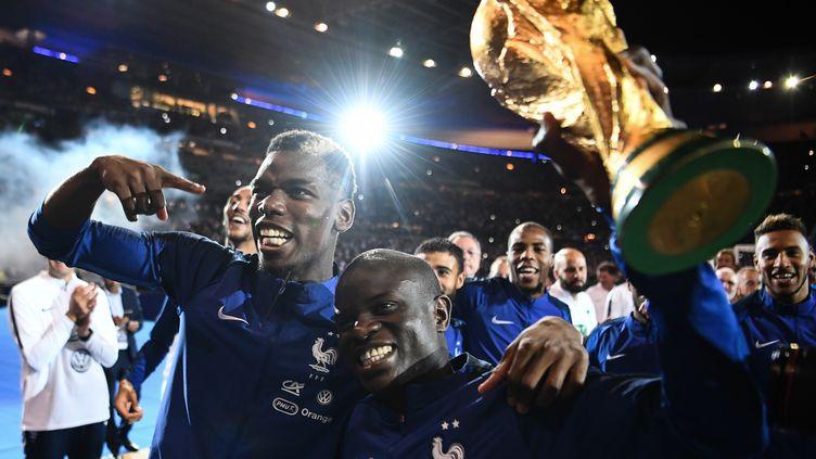 Paul Pogba, N'Golo Kanté et ... la Coupe du monde (FRANCK FIFE / AFP)