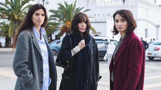 Mercredi 30 juin sortira le film Sœurs, avec notamment Isabelle Adjani. L'histoire de trois sœurs, franco-algériennes, qui partent à la recherche de leur frère dans leur pays d'origine. (Jour2Fêtes)