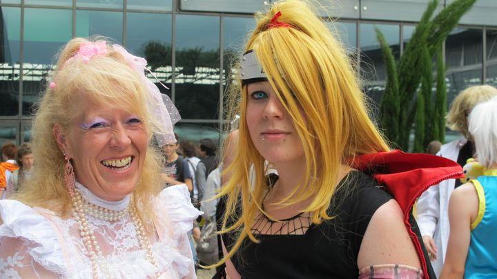 "Elena, vêtue en Deidara, un personnage de ""Naruto"", est venue accompagnée de sa mère, grimée en lolita. (FLORIANE LOUISON)"