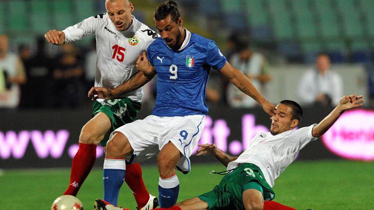Osvaldo, l'Italo-Argentin, encerclé par Ivanov et Popov, les deux Bulgares