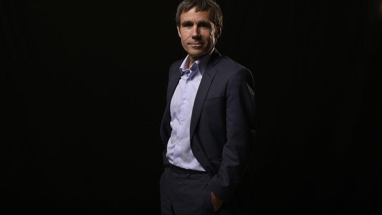 David Pujadas pose à la Cité de la réussite, à Paris, le 8 novembre 2014. (LIONEL BONAVENTURE / AFP)