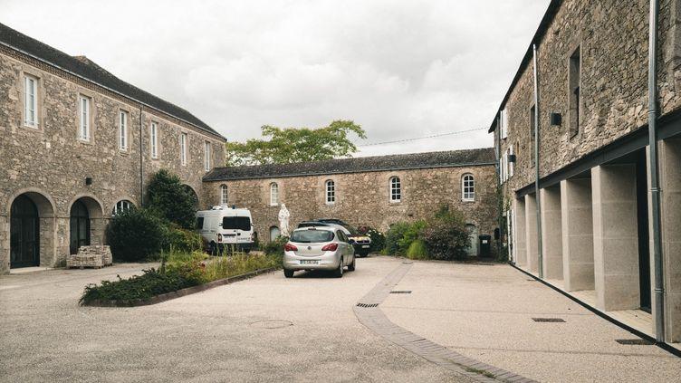 Le père Olivier Maire a été tué ici, dans les locaux de la communauté des frères missionnaires Montfortains, à Saint-Laurent-sur-Sèvre, en Vendée. (MATTHIEU BONHOURE / RADIO FRANCE)